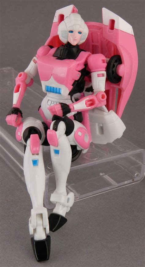 TFW's Generations Arcee In-Hand Gallery - Transformers