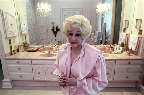 July 13, 1989 Mary Kay Ash in her bathroom | Mary kay ash